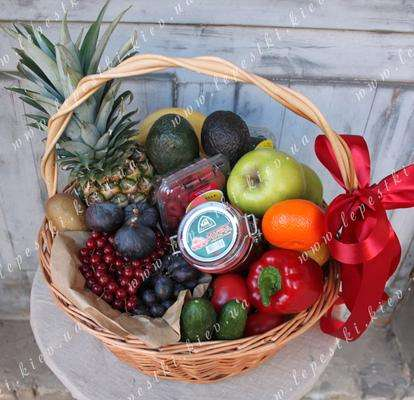 """Fruit and berry and vegetable """"Premium basket"""""""