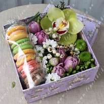 "Box with macaroons and flowers ""Enjoyment"""