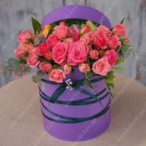 "Hat box with flowers and macaroons ""Vernissage"""