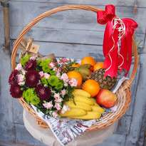 "Large basket with fruits, flowers and a coffee ""Family"""