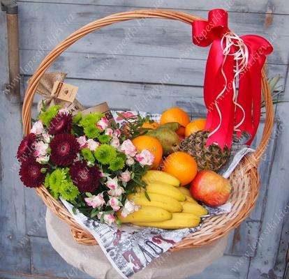 """Large basket with fruits, flowers and a coffee """"Family"""""""