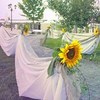 Drapery with fabric and flowers of an exit ceremony (restaurant Grandmother's Garden)
