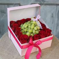 Box with a rose and grapes